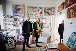 """Ateljén finns kvar. """"Han hade ett enormt starkt behov av att måla, det var mer än intresse, berättar Marja Skånberg när hon, brodern Gudmund Ingwall och Göran Pettersson pratar om Ulf."""
