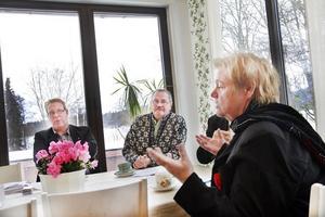 Monica Jacobsson blir ansvarig för demokrati- och integrationsfrågor i den nya kommunledningen. Peter Kärnström tar hand om finanserna och näringslivsfrågorna, Per-Johan Emtell om miljön medan Aage Hansen (skymd på bilden) blir ansvarig för landsbygdsutvecklingen.