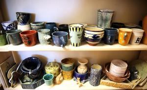 Några av alla vackra föremål, som tillverkats i keramikverkstaden.
