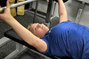 Emma Pettersson tävlar i det som kallas klassisk styrkelyft, utan utrustning.Foto: Emilie Pless