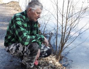 Lasse Ohlsson i fiskevårdsföreningen menar att syrebrist dödat fiskarna.