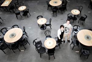 Mitt i Österängsskolan hittar man International Coffee House.– Vi har cirka 50 gäster varje dag, det ligger ju en bit från centrum så folk har inte hittat hit ännu, säger Geoffrey Guest.