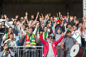 Dalkurdsupportrarna var gladast efter den första seriematchen mellan Brage och Dalkurd, då favoritlaget vann med 4–2. Bild: Mikael Forslund