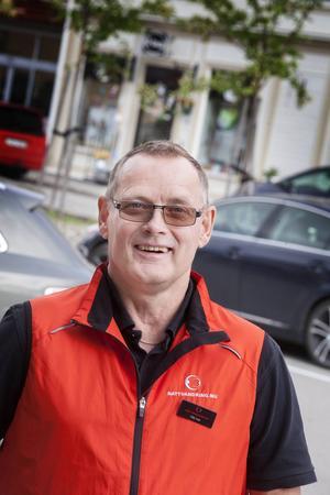 Nils-Ivar Odelberg arbetar som samordnare för nattvandring i Östersund och Jämtlands län, inom stiftelsen och samrådsgruppen Nattvandring.nu.