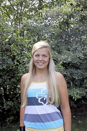 Borta bra men hemma bäst. Julia Hultbergs favoritplats i Västerås är hemma i trädgården på Bjurhovda.Foto: Ania Obminska