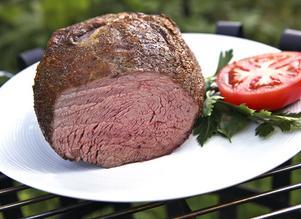 Så ska en riktig rostbiff se ut. Låg temperatur i ugnen och tid för köttet att sätta sig i ger överlägset resultat.