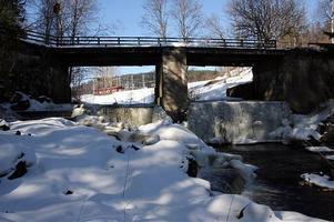 Bron över Kramforsån är så rutten att den nu måste bytas ut. Arbetet ska påbörjas till veckan och vara klart innan sommaren. Kostnaden för hela projektet beräknas till 600 000 kronor.