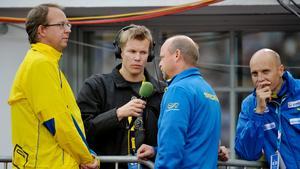 Robert Tennisberg (mitten) under arbete för Radiosporten.