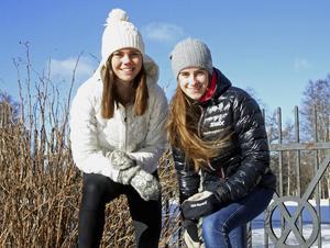Här har ni två glada JVM-guldmedaljörer. Sollefteååkarna Jenny Solin och Ebba Andersson var i allra högsta grad inblandade i Sveriges stafettsuccé i Rumänien på fredagen.