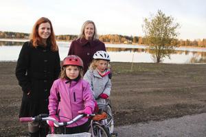 Stugsundsborna Ulrika Karlsson, Ingela Johansson, Isabell Abrahamsson och Malou Johansson gladdes åt att äntligen kunna se vattnet.