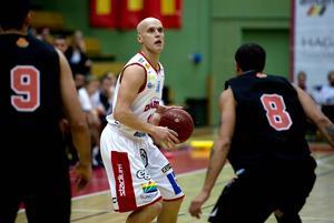 Daniel Eliasson i aktion i Sundsvall dragons linne.