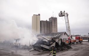 I slutet av april brann Melins cykel och sport ner till grunden i en anlagd brand.