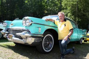 Finaste bilen. Pär Dahl tog hem utmärkelsen med sin Cadillac Sedan de Ville 1958 vid Hamrånge motorklubbs årliga bil- och mc-utställning i helgen.