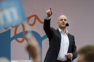 Statsminister Fredrik Reinfeldt (M) under sitt tal i Almedalen på partiets dag under politikerveckan i Visby.