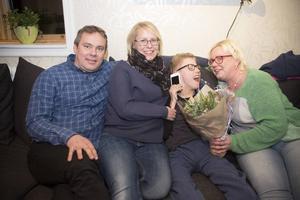 Familjen Sundqvist med pappa Mattias, mamma Anna, Hampus och Alexandra