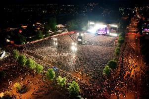 För Borlänge betyder festivalen en rejäl injektion i den lokala ekonomin. Kommunalrådet Jan Bohman (S) säger också att Peace & Love förändrat bilden av Borlänge.