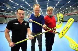 Patrik Bäck, Mats Andréason  och ordförande Klas Hedlund hade stundtals bra samtal om  kassankon Axa Floorball Cup ibland var det lite sämre.