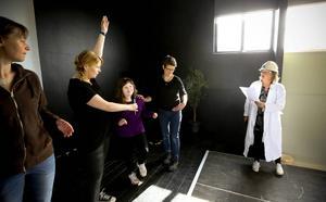 Eleverna i Krumsprång sjunger om en makalös mackapär. I år firar Krumsprång, som är en del av kulturskolans verksamhet, tio år.