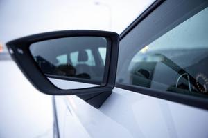 X-perience har kraftfullare design än syskonen VW Golf Alltrack och Skoda Octavia Scout, ett exempel är backspeglarna.