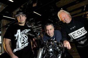 Tre generationer. Zach, Cory och Arlen Ness är kända hojbyggare som bland annat designat modeller för Victory.Foto: Janerik Henriksson/Scanpix