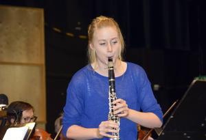 Lydia Holmlund på klarinett är solist vid Sundsvalls orkesterförenings konsert på lördag.