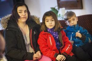 Jessica Lundberg hälsade på sin mamma tillsammans med barnen Maja och Isak.