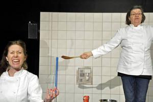 Ellen Hennig och Mona-Lis Hässelbäck gör mattanterna som tävlar om den enda tjänsten.