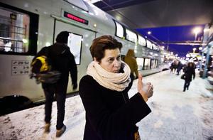 """Frustrerad. Pendlaren Lise Berntzen menar att Västerås kan få problem om tågstrulet fortsätter: """"Allt fler flyttar härifrån eftersom man inte kan ta sig till och från jobben""""."""