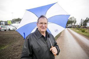 Folke Hortans från Sandviken vände när han såg den 400 meter långa kön som gick under E 16.