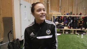 Matilda Melin är tillbaka i verkligheten efter den omtumlande tiden i samband med deltagandet i Idol. Nu är det mest fotboll och läxor som gäller för henne.