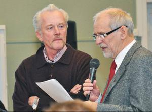 """Erik Madell (S) tackades också av ordförande Bernt Söderman (C) för mer än 25 år i tjänst. Men han sitter fortfarande kvar som ersättare. Madells råd till yngre ledamöter: """"Saker tar tid, tio år får man räkna med!"""""""