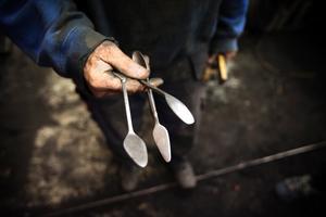 Verktyg. Dessa lansetter använder Sören för att skrapa ur banor i gjutformarna.