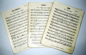 """Noterna bestod till största delen av de så kallade Norrköpingshäftena, som gavs ut av """"A. Th. Nilssons musikhandel"""" i Norrköping 1900–1940."""