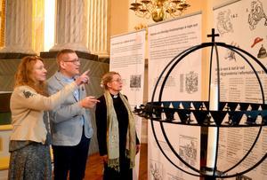 Ingrid Weilguni Larsson, Mattias Rådbo och Anna Segebo tror att utställningen om 500-årig propaganda väcker många tankar om likheter med  dagens sociala medier.