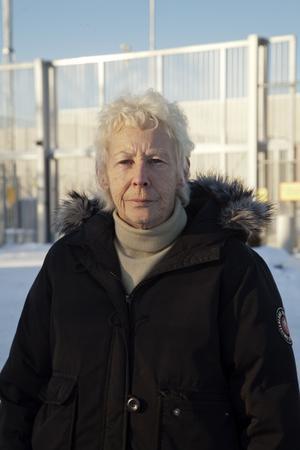 Jane Engman jobbade som kriminalvårdare i Norrtälje under 21 år. – Hosta, andningsbesvär och lunginflammationer var vanliga bland personalen, säger hon. Förra året upptäcktes att Jane hade mögelsvampar i ena lungan.