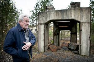 Tore Eriksson vid det som återstår av grovkrossen vid Stollbergs gruva.