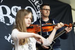 Tova Nyberg spelade fiol