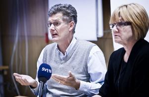 Peter Graf och Elisabeth Winsjansen vid tisdagens pressträff i Bollnäs.