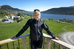 Anna Holmlund och sambon Victor Öhling-Norberg, även han skicrossåkare, har flyttat från Östersund till Åre.
