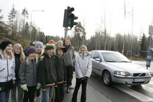 Farlig väg. Eleverna i Klass 4A har vid flera tillfällen upplevt att bilister kör alldeles för fort på Torsåkersvägen. I tisdags skrev de till Hofors kommun och föreslår att hastighetsgränsen sänks.
