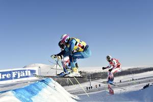 Världscupen Skicross med Micke Forslund närmast.