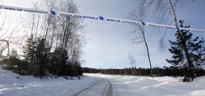 Området där den mördade hittades i går kväll är fortfarande avspärrat.