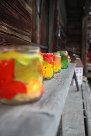 Alla barnen har fått göra sin egen ljuslykta. De tändes på skymningskvällen på hembygdsgården i Ilsbo.