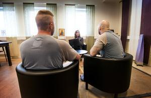 Sam och Daniel genomgår Tolvstegsprogram på anstalten i Gävle.