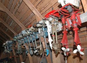 Anders Forsström har 1 000 utombordsmotorer i sin samling. Sedan har han ett par ton reservdelar. Han vet var han har varje motor och pryl.