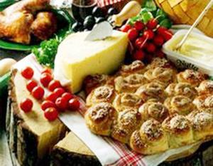 Det är kul att bryta bröd med goda vänner.Foto: Bo-Ingvar Jönsson
