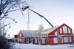 Så här långt har Ottsjön snickerier, som är en av entreprenörerna, kommit med bygget av skolan.
