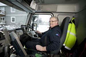 Kjell Vansulin kör renhållningsbilen för Herab i Kramfors. Vissa dagar tömmer han över 500 sopkärl. Han tycker att det går bra att jobba storhelger.