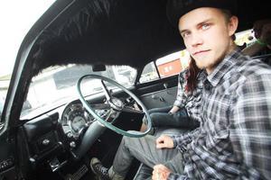 Simon Lindqvist från Delsbo visade sin Chrysler på fordonsbedömningen på lördagen.