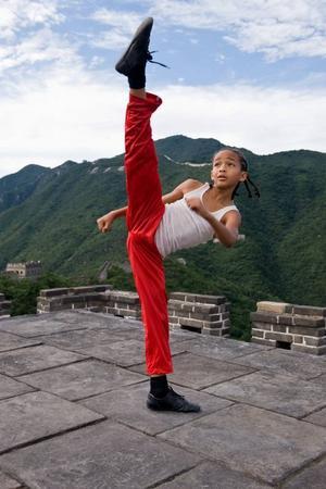 """Smidig. I nyinspelningen av """"Karate Kid"""" spelar Jaden Smith huvudrollen mot Jackie Chan. Handlingen är förflyttad till Kina och i stället för karate är det kung fu som 12-åringen får lära sig av mästaren."""